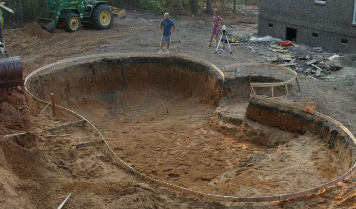 How to Build a Swimming Pool - DIY and Repair Guides