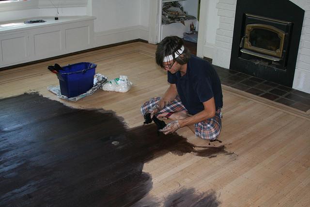 Методы покраски деревянного пола