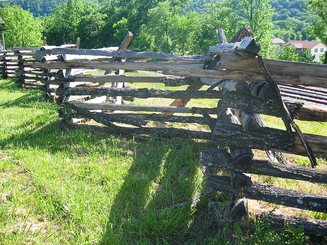 How to Build a Fence - Download High Quality Fence Plans Online